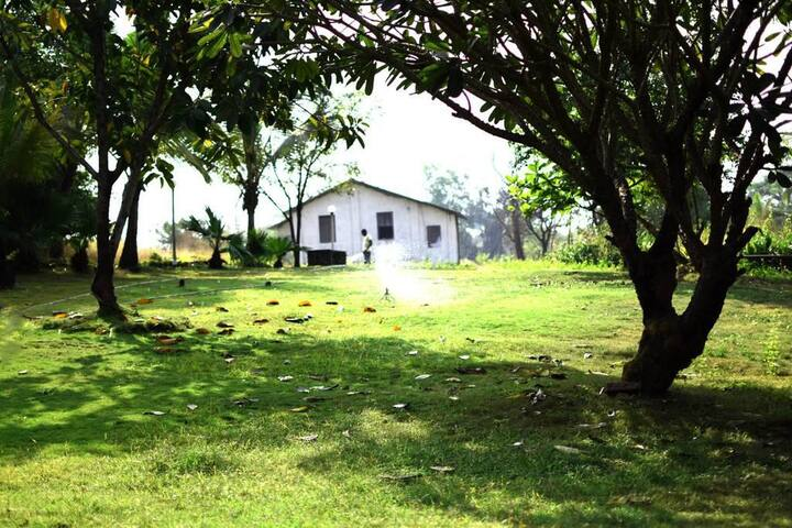 Mango Huts, 2 BDR cottage near Imagica