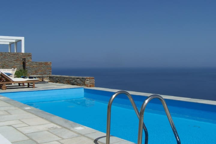 Villa with a Swimming Pool and Amazing View in Kea
