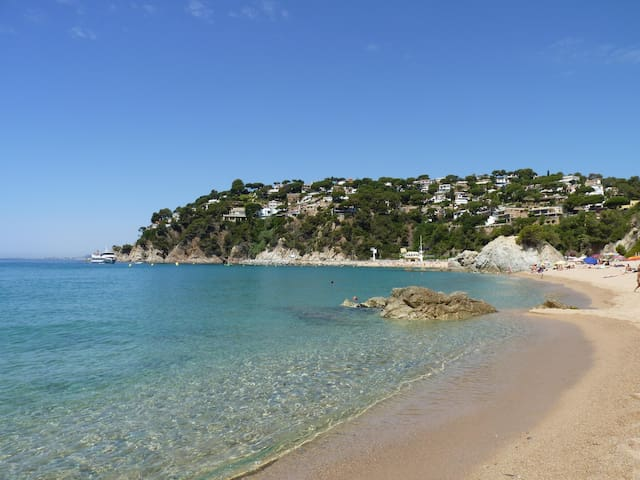COSTA BRAVA, NATURE & 5 MIN WALK FROM DE BEACH bug - Lloret de Mar - House