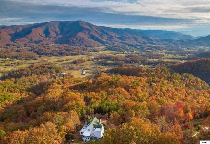 Secluded Mountain Farmhouse w/ Breathtaking Views