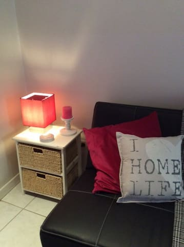 Romantic homey flat up to 3, 10 min walk to centre