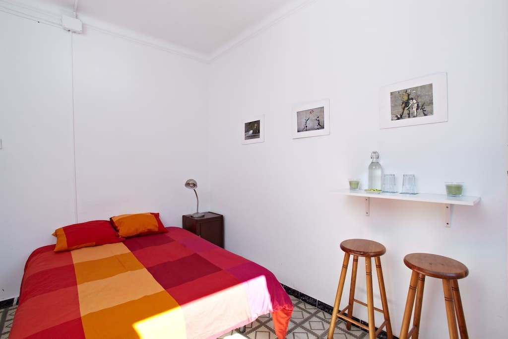 Linda habitaci n sagrada familia apartamentos en for Habitacion barcelona