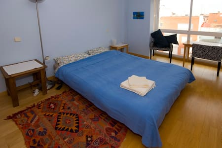 Ensuite double for airport/city - Madrid - Apartment