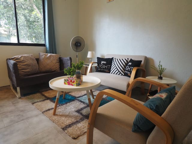 Alona LUXURY Two BedRoom,Fast WIFI/Netflix豪华两房带厨房