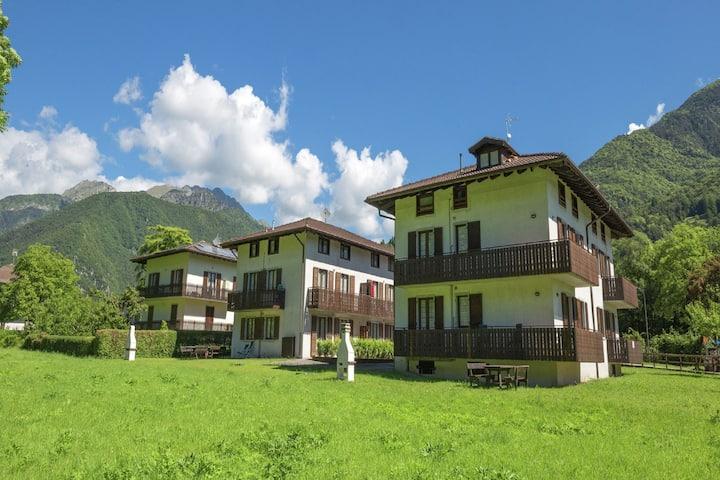 Precioso apartamento cerca de Pieve di Ledro con terraza