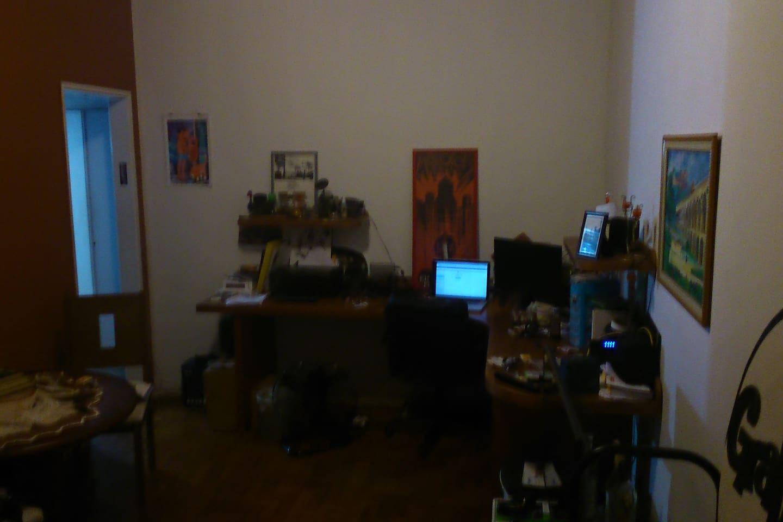 foto provisória. mesa de escritório para dois.