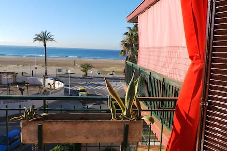 Castelldefels playa al lado del Mar