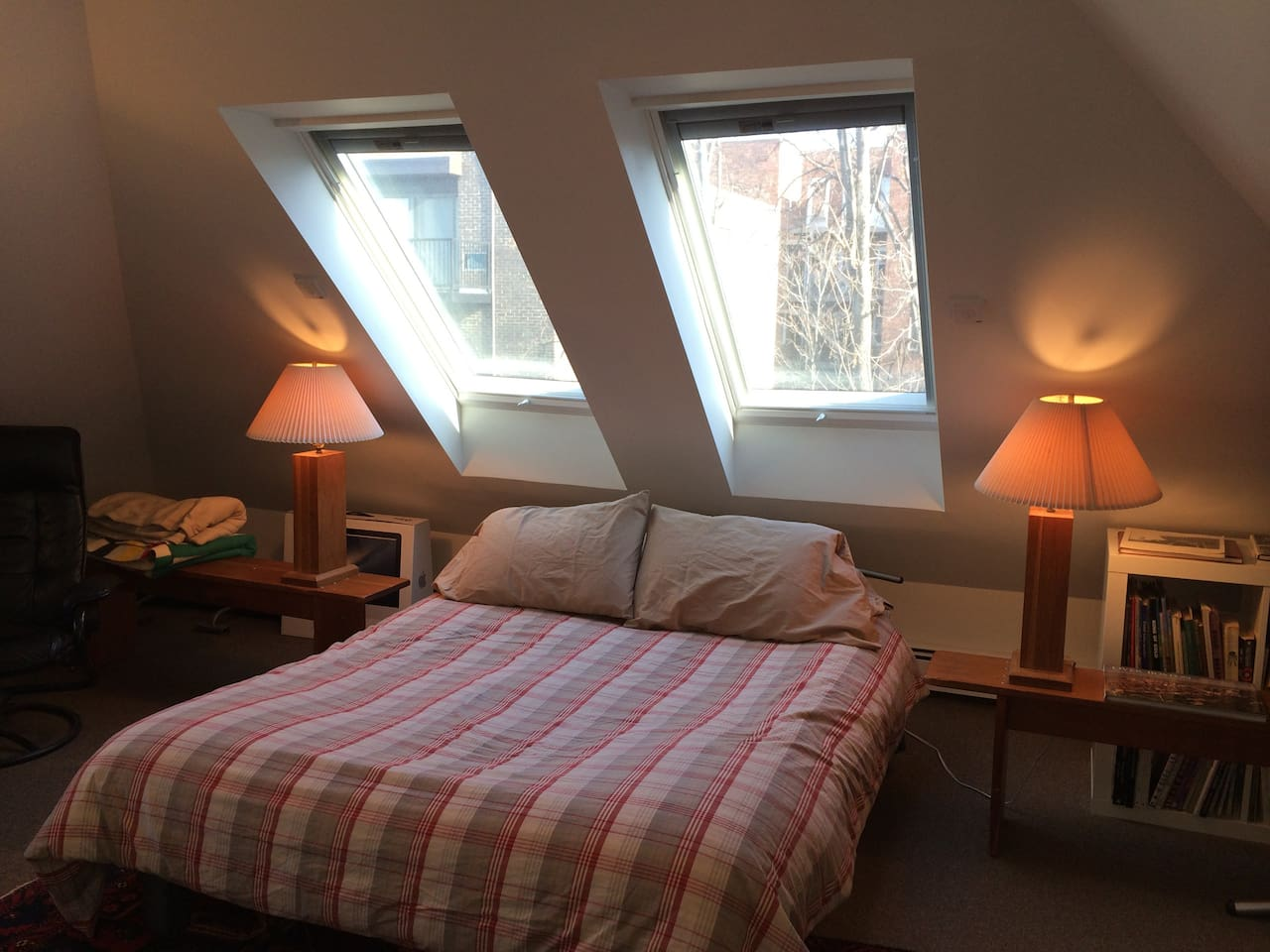 Sunny third floor Loft