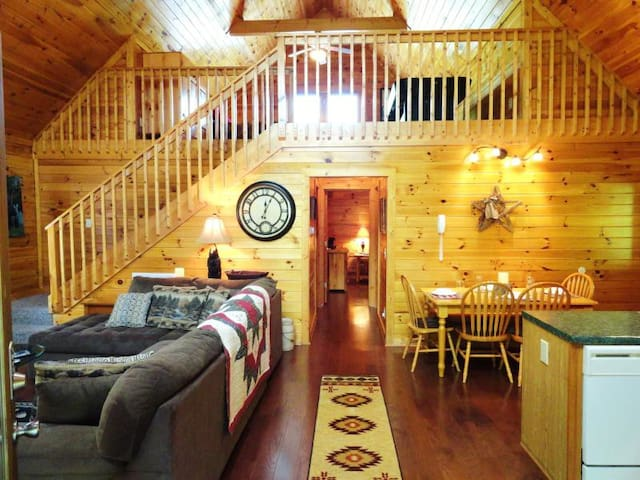 BEARY COZY+DISCOUNTS @ DOLLYWOOD & DIXIE STAMPEDE - Sevierville - Cabin