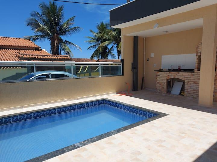 Casa com piscina proximo a praia.