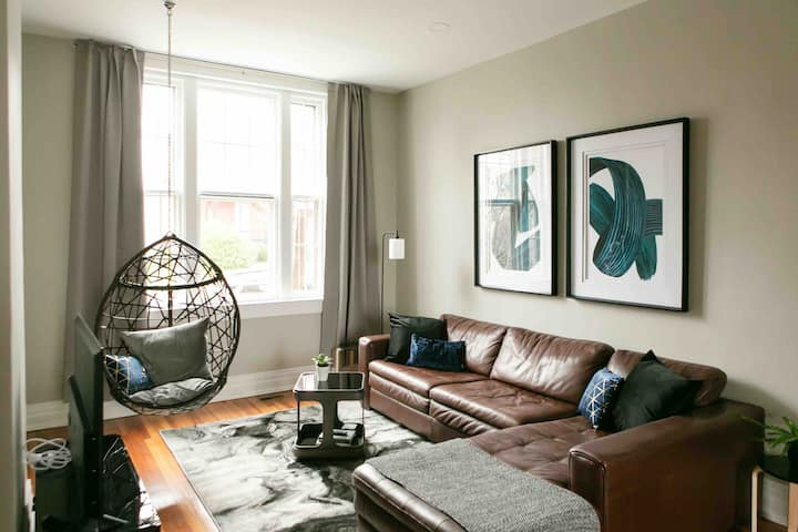 NEW! The Dorchester- 2 King beds in downtown LYH