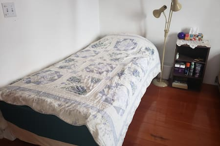 Caswell Mansion SHARED Room Single Bed + Hot Tub