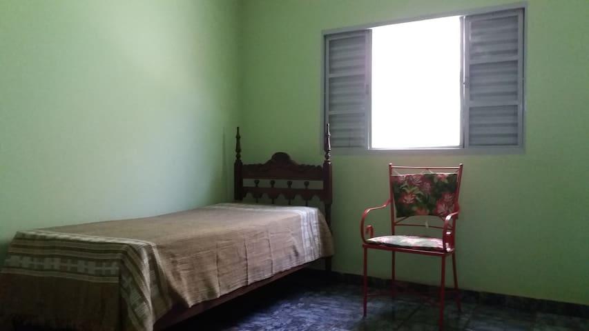 Casa com clínica de massagem