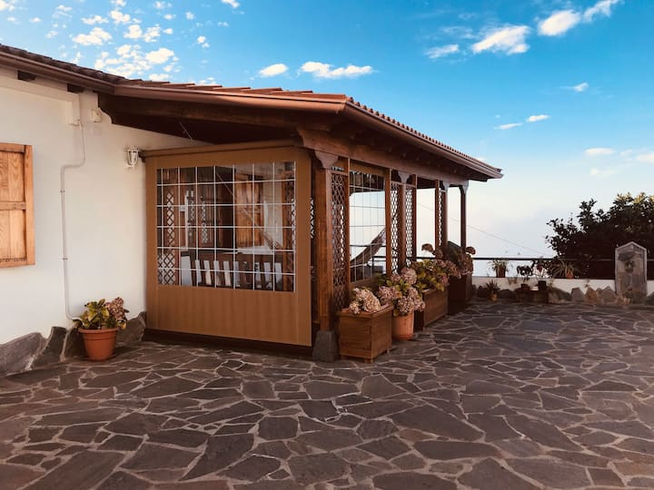 CHARMING COUNTRY HOUSE ON THE ROAD TO EL TEIDE