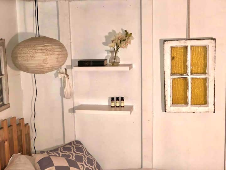 PRIVATE ROOM IN SPACIOUS APARTMENT IN WILLIAMSBURG