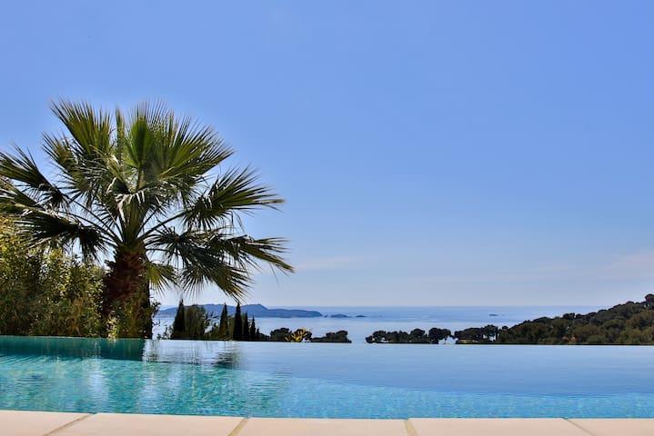Belle villa avec vue sur la Presqu'île de Giens.