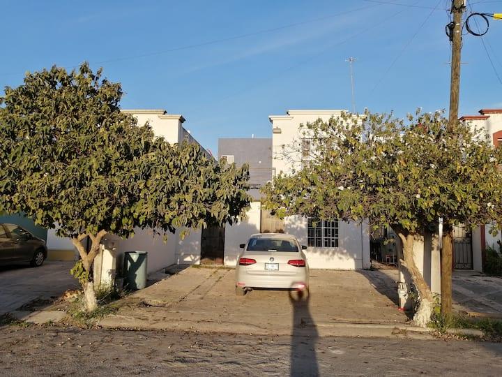 Casa entera moderna azul para 2
