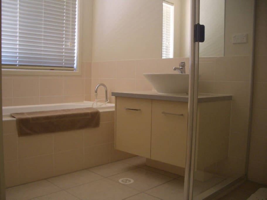 Separate bath, shower and loo