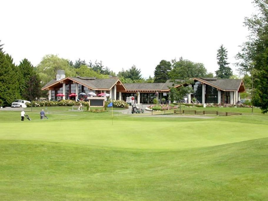 Fraserview golf course , one of the best golf course in Vancouver. Full size . free putting green for practice and very cheap for driving range!