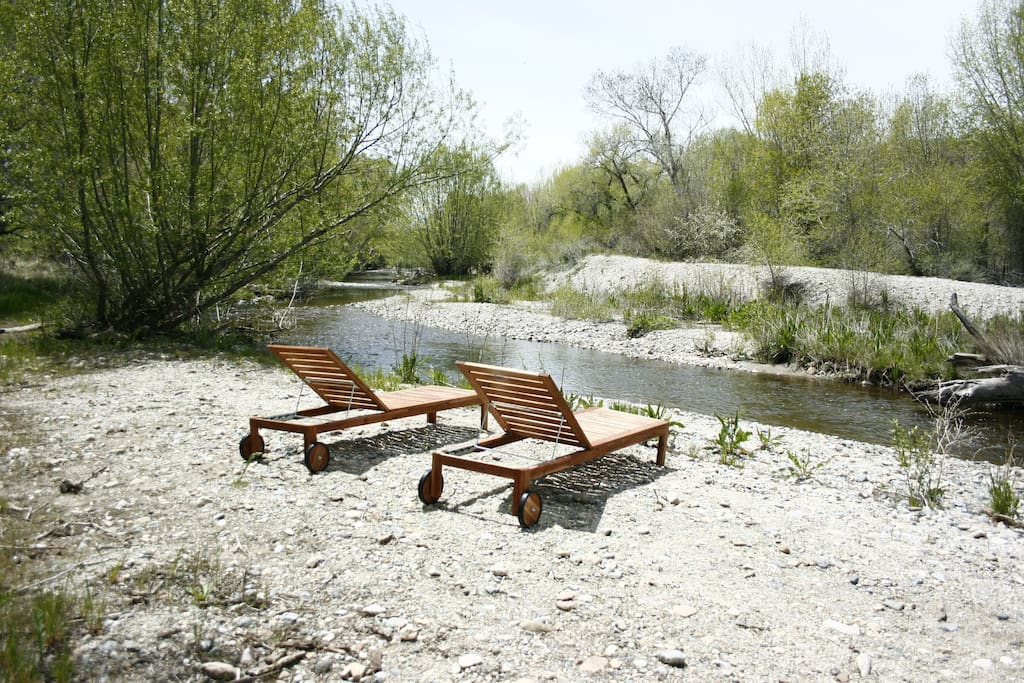 I go for a swim here almost everyday in the spring and summer.  Nice place to relax