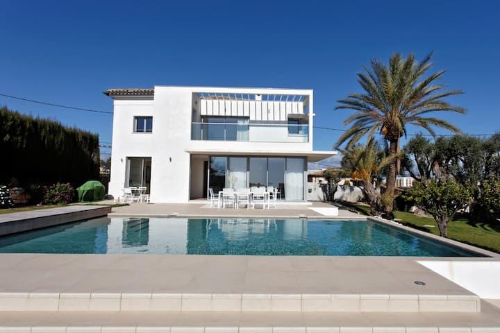 Seaview Luxury Villa in Nice