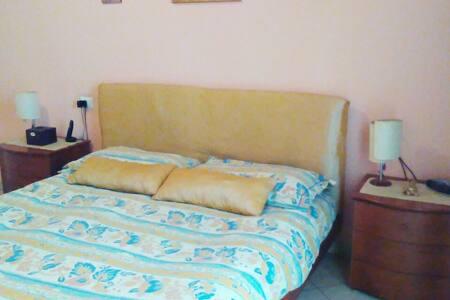 VICINO MONZA Accogliente camera matrimoniale - Albiate