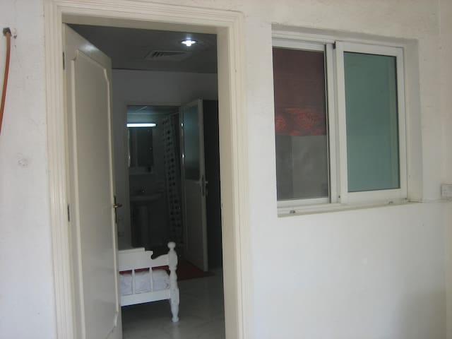 Small self-contained room in villa - Dubai - Casa