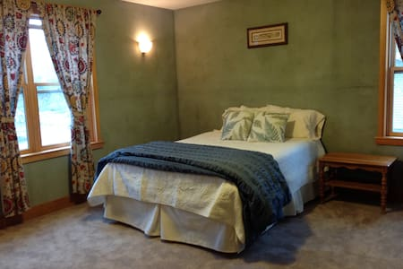 Bright private room downtown - Bozeman - Σπίτι
