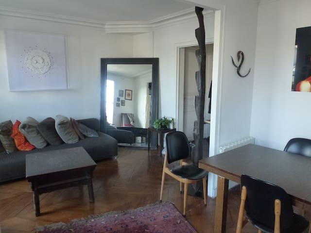 1st level lounge / Etage 1 salon