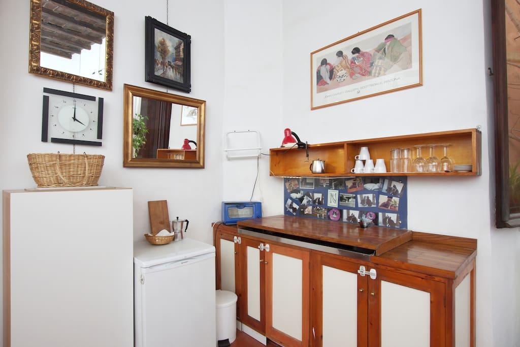 4 stove top, fullsized refrigerator, toaster oven, washing machine.