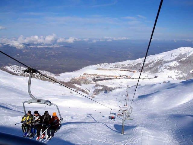 Etna nella stagione invernale a 15Km dal monolocale