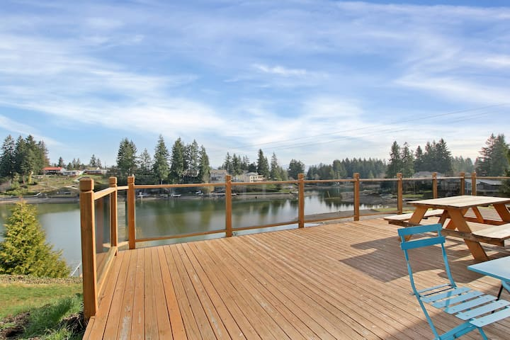 Lake Front, Perfect for Families, Open Concept