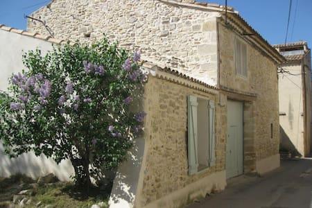 Maison en pierres dans joli village - Saze