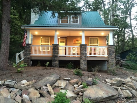 Charming Cottage, Water Views! Access to Creek!