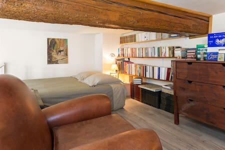 Studio mezzanine au coeur d'Avignon - Lägenhet