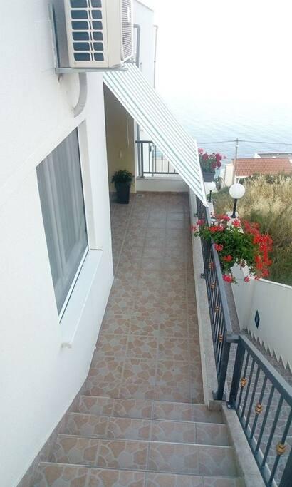 Stepenice koje vode do ulaza u apartman
