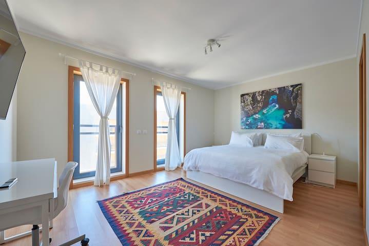 ★Algarve Oceanfront Luxury Apartment w/Pool ★