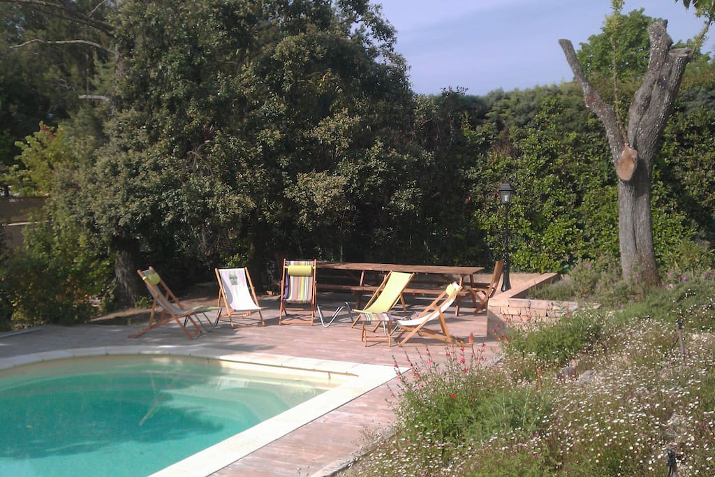 Piscine, espace relaxation et picnic
