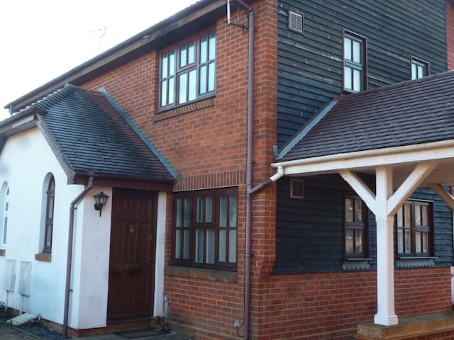 The town house - in the middle of town - Paddock Wood, Tunbridge Wells - Ev
