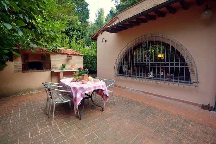 House with 3 bedrooms in Castell'anselmo, with furnished terrace and WiFi - 16 km from the beach