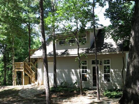 Romantic Treehouse Getaway