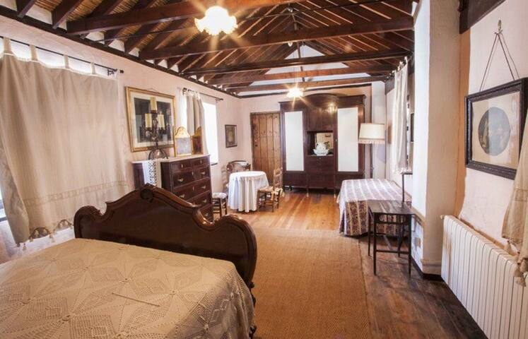 Doble Room with extra bed / Molino de los Abuelos - Comares