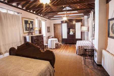Doble Room with extra bed / Molino de los Abuelos - Comares - B&B