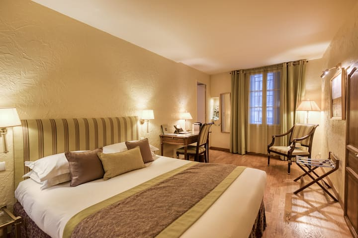 Hôtel Aragon 3* Deluxe with Balneo  - B&B Offer