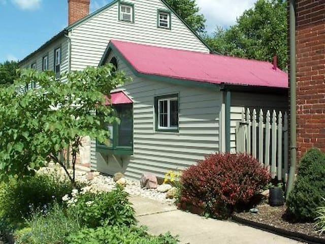 PRIVATE COTTAGE IN HISTORIC DISTRICT