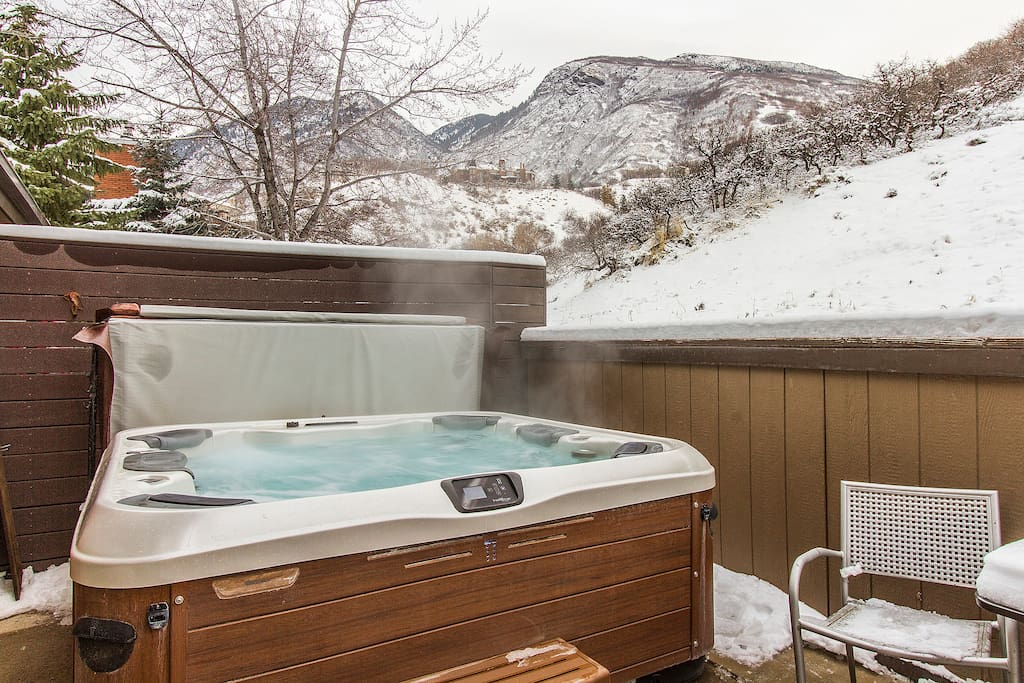 NEW 6 person Bullfrog hot tub on private, secluded deck that backs up to mountain open space