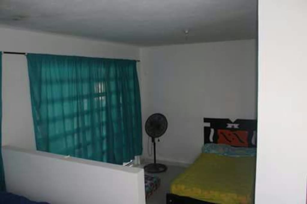Cómodas habitaciones con ventilador.