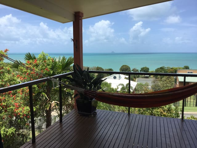 LORIKEET LODGE-PANORAMIC VIEWS-PRIVATE LAGOON POOL