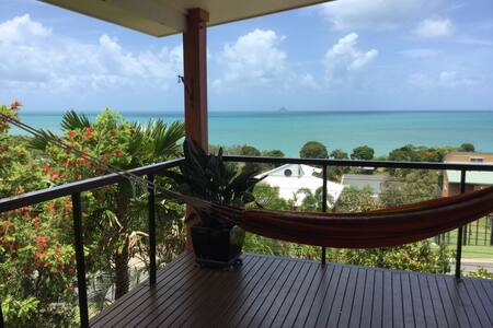 Lorikeet Lodge-Panoramic views-private pool