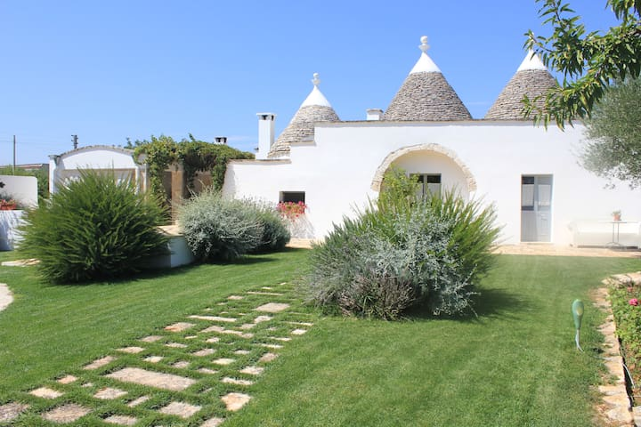 TRULLI WITH PRIVATE POOL AND GARDEN